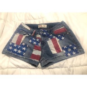 4th of July Sale! Lei size 9 patriotic flag shorts